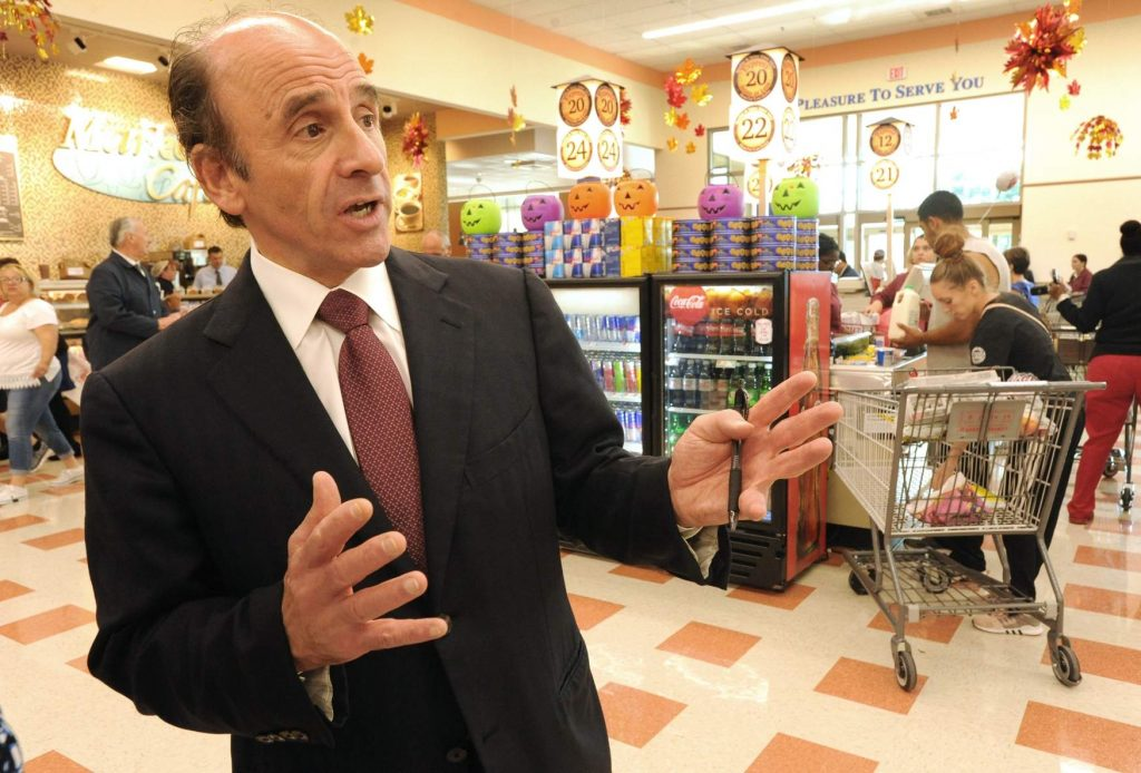 Lots of deals, smiles at Fall River Market Basket grand opening